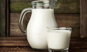 装满牛奶的玻璃杯特写摄影 澳门线上必赢赌场