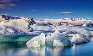壮观的冰川和湖泊摄影图片