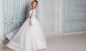 蓬蓬裙婚纱打扮的美女摄影高清图片