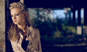 夾克裝扮美女模特寫真攝影高清圖片