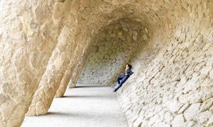 景區石砌窯洞美女人物攝影高清圖片