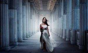 长廊通道吊带装扮美女摄影高清图片