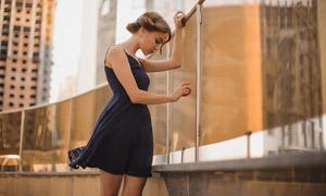 深色吊帶裙裝美女寫真攝影高清圖片