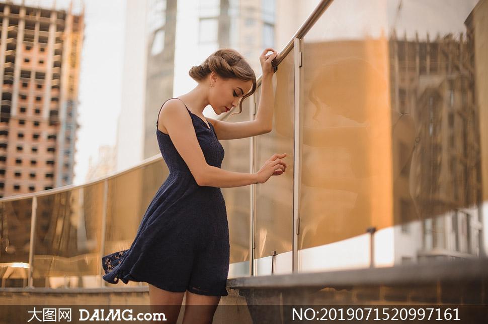 深色吊带裙装美女写真摄影高清图片