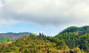 乌云下的山林美景摄影图片