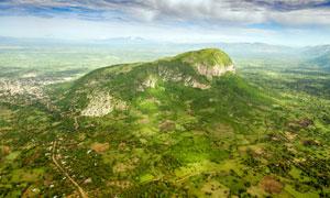 大自然清新的山丘俯视图摄影图片