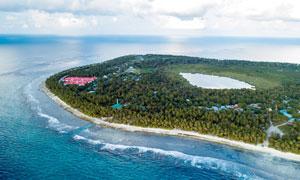 海上绿色的岛屿景观摄影图片