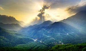阳光下的盘山公路美景摄影图片