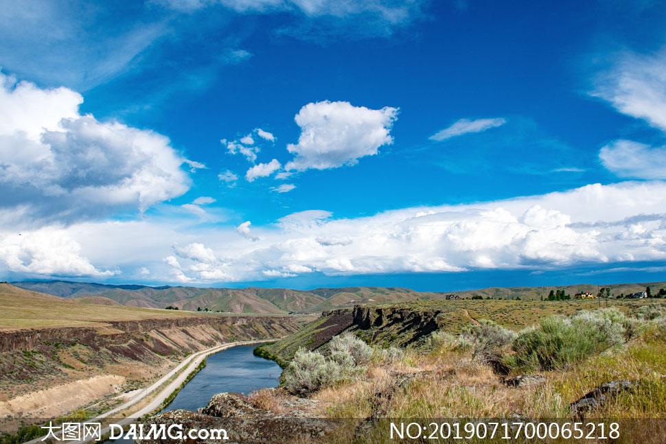 自然风景 > 素材信息                          阳光下的盘山公路