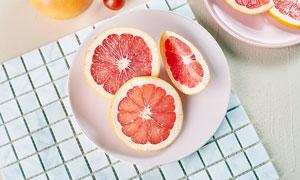 切开的西柚水果摄影图片