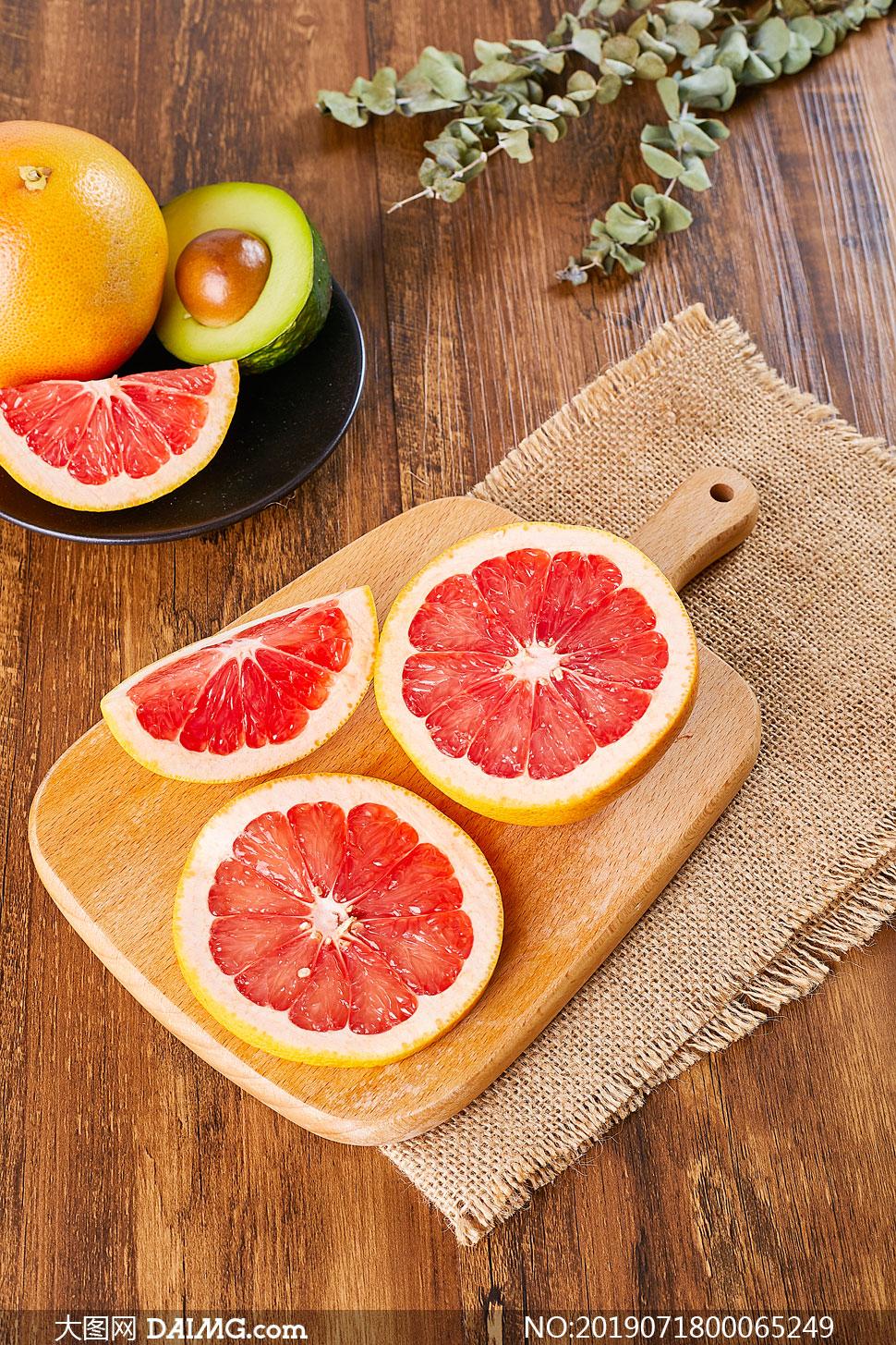 切开的西柚水果高清摄影图片