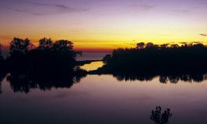 黄昏下的湖泊美景高清摄影图片