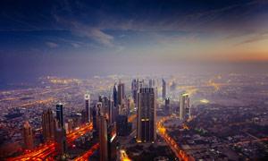 夜幕降临下的城市景观高清摄影图片