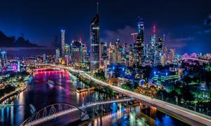 城市中的高楼大厦夜景摄影图片