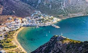 希腊海边城市俯瞰图摄影图片