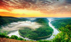 弯弯的河流夕阳美景摄影图片