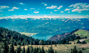 山中美丽的湖泊景观高清摄影图片