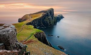 海邊壯觀的懸崖和石頭攝影圖片