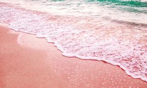 沙滩上的海浪和浪花摄影图片