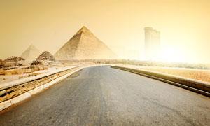 通向金字塔的公道摄影图片