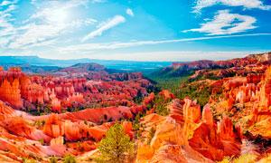 藍天下的山形地貌全景攝影圖片