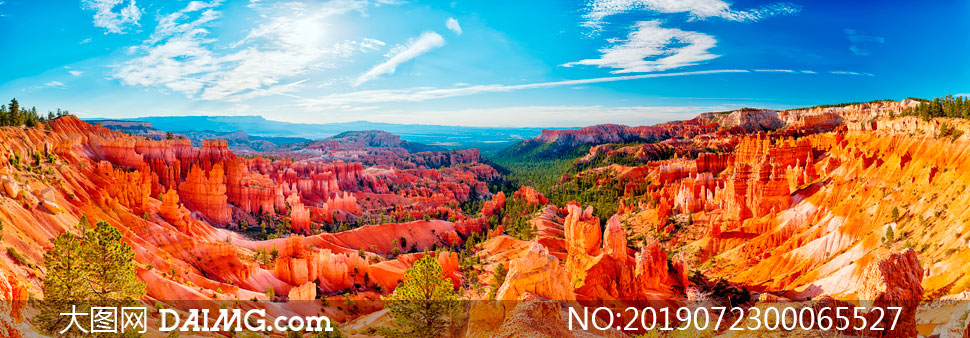 蓝天下的山形地貌全景摄影图片