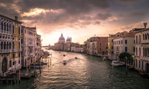 乌云密布下的威尼斯水城摄影图片