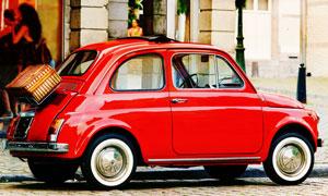 停在街邊的紅色小汽車攝影高清圖片