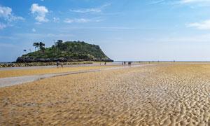 蓝天白云山丘滩涂风光摄影高清图片