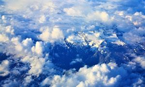 高空视角雪山白云风景摄影高清图片