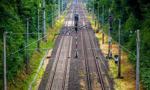 交通设施完善的双轨道铁路高清图片