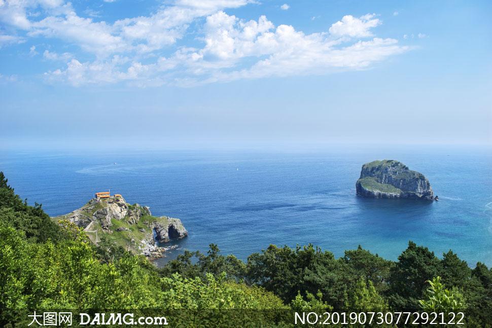 蓝天白云大海山石风景摄影高清图片