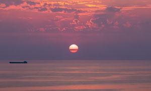 黄昏时分天边一抹夕阳摄影高清图片