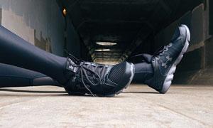 运动人物的运动鞋特写摄影高清图片