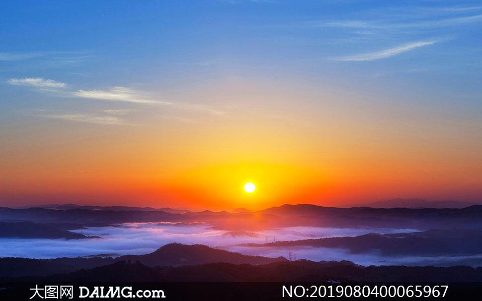 山顶美丽的日出美景摄影图片