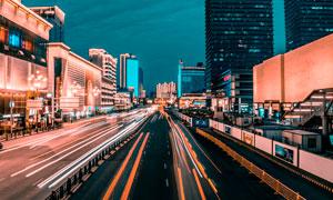 夜晚城市绚丽的马路摄影图片