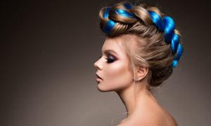 头发盘起来的露背美女摄影高清图片
