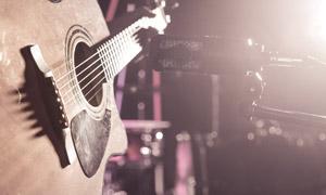 在麦克风话筒前的吉他摄影高清图片