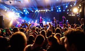 摇滚乐队演出现场景象摄影高清图片