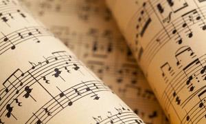 演奏用的五线曲谱特写摄影高清图片