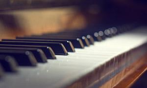 可以弹奏出美妙琴声的钢琴高清图片