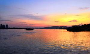 黄昏下的湖泊美丽景观摄影图片