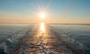 阳光下的大海风光摄影图片