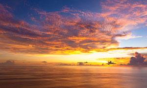 海洋上的美丽晚霞摄影图片