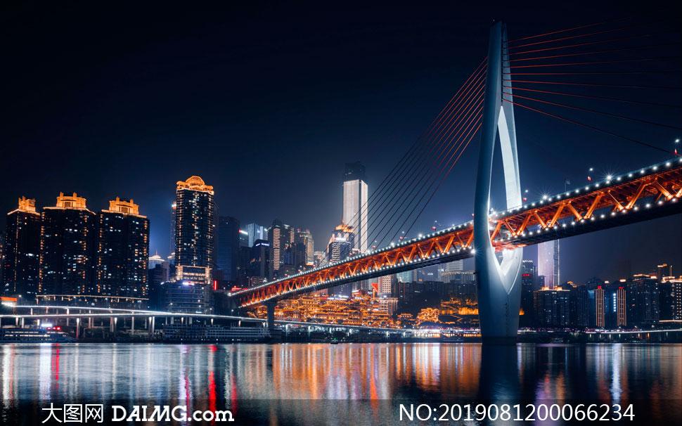 夜晚城市河流上的大桥景观摄影图片