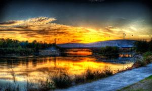 夕阳下的大桥景观摄影图片