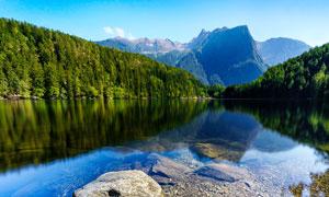 青山绿水和美丽湖泊摄影图片