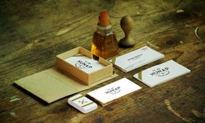 桌上印章名片等物品样机模板源文件