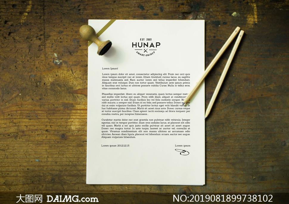 信笺纸张与铅笔印章样机模板源文件