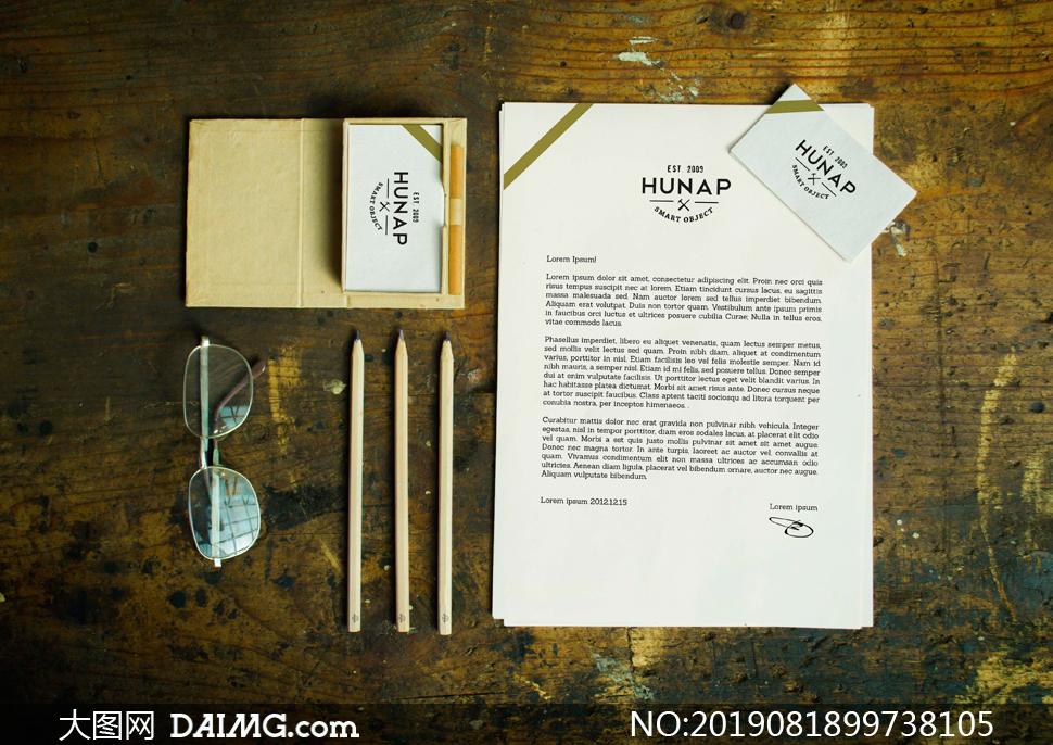 信笺名片与铅笔眼镜等样机模板素材